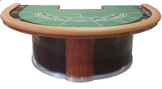 Deluxe baccarat table
